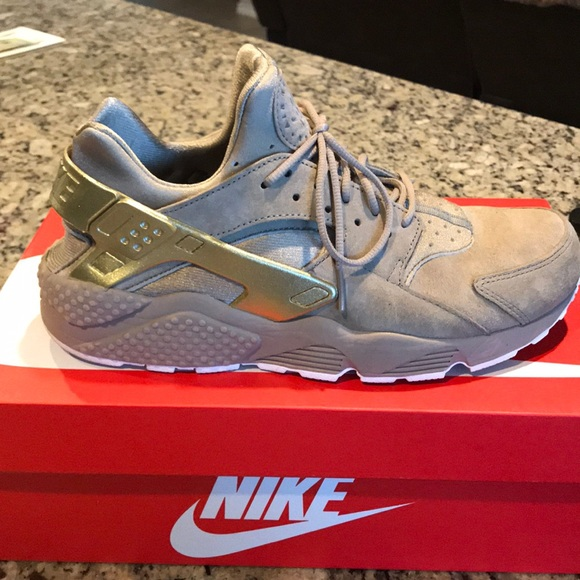 b0b25c70c37f Men s Nike Air Huarache Run Premium. M 5c84453efe5151201a0adb5b